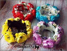 Одноклассники Diy Hair Bows, Diy Bow, Bun Wrap, Flowers In Hair, Headbands, Floral Wreath, Wraps, Ribbon, Hair Accessories