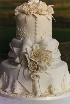 wedding cake with buttons and bows   Elegant Vintage Ivory with bows buttons and flowers
