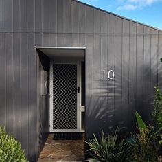 What does your dream home look like? Browse our Feature Homes and How To articles and discover how cladding and weatherboards create beautiful, individual Looks on new and renovated homes. External Render, External Cladding, Bungalow Renovation, Taking Shape, Modern Exterior, House Numbers, Light In The Dark, Facade, Entrance