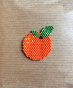 Ma petite Orange que j'ai fini ce matin  avec des couleurs bien vitaminées  j'adore #Miyuki #perlesmiyuki #miyukidelica #miyukibeads #brickstitch #diy #handmade #orange #fruits #vitamins #jenfiledesperlesetjassume #jenfiledesperlesetjaimeca #motifcharlottesouchet Charlotte Souchet ©