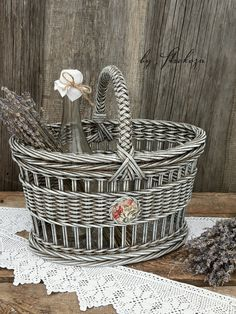 VK is the largest European social network with more than 100 million active users. Paper Basket Weaving, Willow Weaving, Weaving Art, Newspaper Basket, Newspaper Crafts, Wicker Picnic Basket, Wicker Baskets, Magazine Crafts, Bamboo Crafts