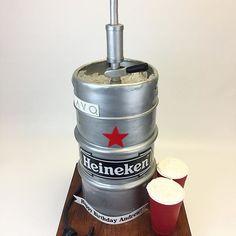 3D Heineken Keg cake  #ediblesolocups #happy #birthday @andrewsgoldberg @lavony #allcake #allsugar #alledible #cakeboss #caketopper #cakemaster #beerontap #lifesize #nycnightlife #party #clubbing #satinice #ckproducts @satin.ice #3dcake #cake #cakes #Custom #heineken @heineken #keg #tap #beerontap #cakebakeoffng Keg Tap, Solo Cup, 3d Cakes, Cake Boss, Night Life, Cake Toppers, Happy Birthday, Beer, Satin
