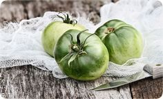 What can you do with all those green tomatoes at the end of the season? Pickle them! Here's our expert recipe for Pickled Green Tomatoes. Pickled Green Tomatoes, Canning Tomatoes, Garden Vegetable Recipes, Veggie Recipes, Canning Recipes, Wine Recipes, Green Tomato Recipes, How To Make Pickles, Beefsteak Tomato