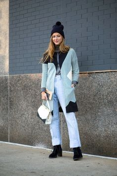 The Best New York Fashion Week Street Style: Fall 2015 New York Fashion Week Street Style, Nyfw Street Style, Autumn Street Style, Maxi Cardigan, Winter Vest, Winter Cardigan, Jeans And Sneakers, Facon, Winter Outfits