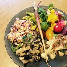 野菜、足りてますか? 美味しいサラダランチを求めて、日々リサーチ中なのですが、最近ハマっている3軒をお届けします。