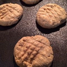 Peanut butter protien cookies.. 1/2 cup pb.. 1/2 cup protein powder.. 2tbs honey or agave optional and 1 egg. Mix and bake on 350 for 5-7mins