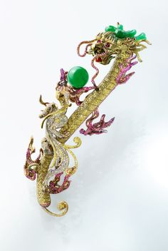 Inheritance brooch by Wallace Chan