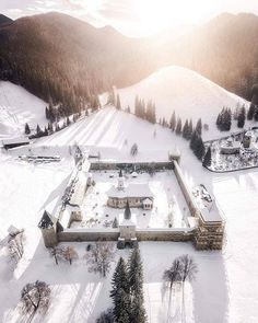 What if winter is not a place outside? Travel Around The World, Around The Worlds, I Want To Travel, Abandoned Places, Romania, The Outsiders, Beautiful Pictures, Mansions, Architecture
