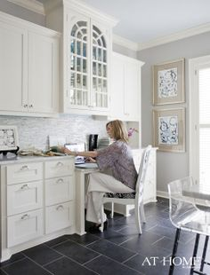 Kitchen office nook - LOVE IT - split levels interesting Kitchen Office Nook, Kitchen Desk Areas, Kitchen Desks, Kitchen Cabinets, White Cabinets, Kitchen Furniture, Furniture Decor, Grey Floor Tiles, Grey Flooring