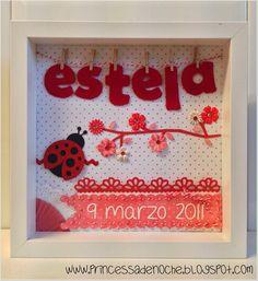 Cuadro con nombre en fieltro y fecha de nacimiento en tonos rojos para habitación de niña