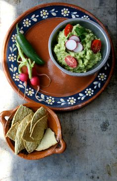 Authentic #Mexican #Recipe >> Guacamole tostadas  by Heidi Leon Monges aromas ´n sabores blog #avocados
