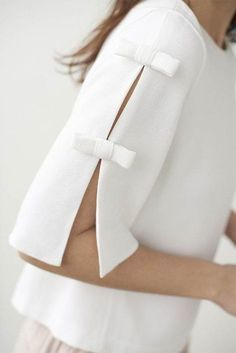 White blouse with bow details on the sleeves. #classicstyle #femininestyle