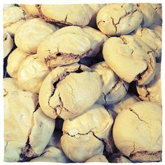 Marengs, karamellmarengs, karamell, hjemmelaget Norwegian Recipes, Norwegian Food, Cake Recipes, Muffins, Stuffed Mushrooms, Sweets, Cookies, Chocolate, Baking