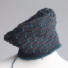Preoccupation with hats continues. Third hat is Kaul Toque -- top down hattitude. It is a riff on Kaul Cowl and a sibling of Ziggurhat and Callisto Hat). It all started with #knittingformunich -- hats for refugees. Long may it continue. But this one stays with me. It could be that I don't look deranged in this one. But even if I (likely) do, I'm selfishly keeping it for I love it.#knitsagram #knittersofinstagram #knithats #selfishknitting #wollmeise