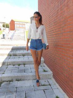 Hotlittlewhitedress Outfit   Verano 2013. Combinar Camisa-Blusa Beige Primark, Shorts Azulos Zara, Plano Beige Zara, Cartera Azul H