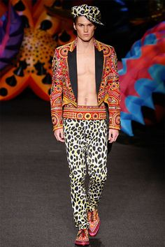 Jeremy Scott is proud to call LA home. So this year, he's bringing his menswear collection for Moschino to his own backyard. Staged in an exotic garden wonderland, Scott's Moschino Menswear vision is a vibrant outburst of.