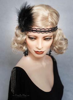 Art Deco Headpiece Flapper Headband Feathers and beaded Lace Fascinator Great Gatsby Roaring Twenties Vintage Headdress Black 1940s Hairstyles, Bun Hairstyles, Wedding Hairstyles, Gatsby Hair, 1920s Hair, Gatsby Look, Gatsby Style, High Bun Hair, Hair Buns