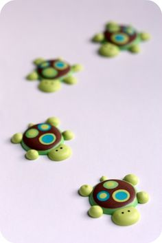Turtle Cuppies Recipe and Royal Icing turtle tutorial...say that 3 times, fast!