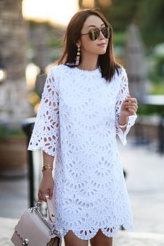 Womens Fashion - Now this is easy like Sunday mornings. Our style partner fitfabfunmom in the Scallop Eyelet Shift Dress. Linen Dresses, Casual Dresses, Short Dresses, Dresses For Work, Summer Dresses, Modest Fashion, Fashion Outfits, Dress Fashion, Fashion Hacks