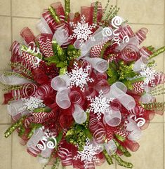 deco mesh wreaths Super Fun DIY Christmas Decorations Ideas for Home - Mesh Wreath Diy Christmas Decorations For Home, Christmas Wreaths To Make, Noel Christmas, Holiday Wreaths, How To Make Wreaths, Winter Wreaths, Spring Wreaths, Summer Wreath, Christmas Crafts