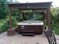 spa jacuzzi gamme j pos sur une terrasse avec gazebo spa