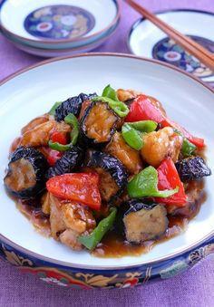 秋茄子と鶏唐のツヤツヤ黒酢あん by 長岡美津恵akai-salad / 秋茄子と鶏唐揚げに程よい酸味の黒酢あんをからめたボリュームのある一皿です。 / Nadia