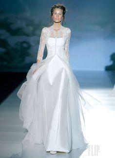 Victorio  Lucchino - Bridal - 2014 collection - http://en.flip-zone.com/fashion/bridal/couture/victorio-lucchino