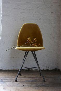 Chair steel legs square with velvet in ochre.