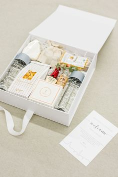 Wedding Gifts Diy Neutral Wedding Welcome Gift Boxes for Classic DC Wedding with Soco Events - Neutral weddings are a favorite of ours here at studio Marigold Wedding Welcome Gifts, Wedding Gifts, Wedding Favora, Custom Gift Boxes, Customized Gifts, Gift Hampers, Gift Baskets, Curated Gift Boxes, Client Gifts