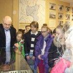 Akcję ODKRYWAMY rozpoczęliśmy jeszcze przed świętami odwiedzinami w naszym lokalnym muzeum -  Muzeum Ziemi Zawkrzeńskiej. Byliśmy w nim nie raz i nie dwa, ale za każdym razem odkrywamy coś nowego i ciekawego, co pozostawia świeży ślad i sprawia, że jesteśmy dumni ze swojego miasta.