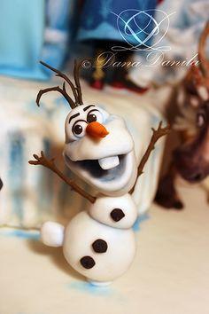Fondant figure of Olaf (Disney Frozen Cake)