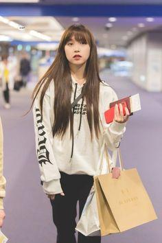 Nayeon, South Korean Girls, Korean Girl Groups, Twice Clothing, Twice Group, Sana Momo, Jihyo Twice, Myoui Mina, Airport Style