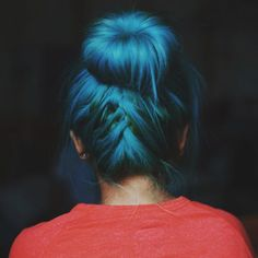 @julie_the_mermaid used our #AtomicTurquoise with a touch of #SirensSong for this #amazing #invertedbraid and #sockbun combination.