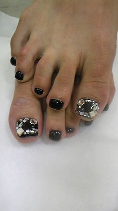 "Black polish & the 1st toe/thumb on each foot or ur hand has been decorated like a ""Frame!"" Using the nail art bling!"