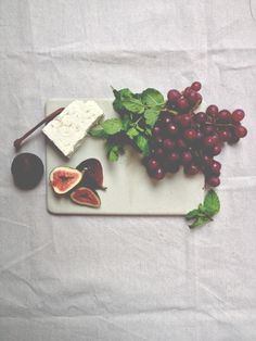 a daily something: DIY | Concrete Cheeseboard
