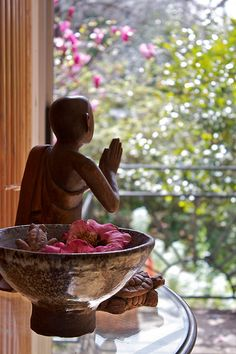 """""""The most precious gift we can offer anyone is our attention. When mindfulness embraces those we love, they will blossom like flowers"""" ― Thích Nhất Hạnh . Buddha Zen, Buddha Meditation, Meditation Space, Thich Nhat Hanh, It's Meant To Be, Inner Peace, Decoration, Mindfulness, Wisdom"""