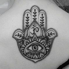 Mano Hamsa, Ojo y Símbolo Om - Tatuajes para Mujeres. Encuentra esta muchas ideas mas de Tattoos. Miles de imágenes y fotos día a día. Seguinos en Facebook.com/TatuajesParaMujeres!