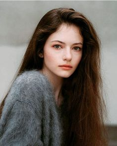 Elissabat of the Stoker House, daughter of Idris *MIA* and Drusilla *MIA*, played by Mackenzie Foy Mackenzie Foy, Poses, Twilight Film, Jolie Photo, Portrait Inspiration, Girl Face, Aesthetic Girl, Beautiful Actresses, Beautiful Celebrities
