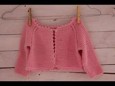 How to knit baby sweater/cardigan top down (Garter Stitch) Knitting Videos, Crochet Videos, Crochet Baby Cardigan, Knit Crochet, Knitting For Kids, Baby Knitting, Point Mousse, Knitting Designs, Sewing Clothes