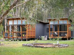 Examine this important image as well as look into the shown knowledge on Colourbond House Cool Tree Houses, Small Houses, Eco Cabin, Modern Small House Design, Tiny House Exterior, Brisbane Australia, Perth, Shed Homes, Tiny Homes