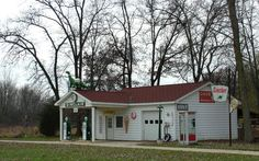 Sinclair Gas Station replica in Jackson County, MI Spring Arbor, Jackson Michigan, Grass Lake, Lake Garden, Old Gas Stations, Small Corner, Gas Pumps, Dundee, Diners