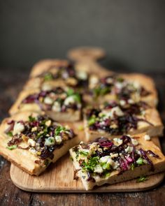 gorgonzola focaccia with walnuts and chicory. you had me at 'gorgonzola' Tapas, Focaccia Bread Recipe, Focaccia Pizza, Pizza Pizza, Bitter Greens, Vegetarian Recipes, Cooking Recipes, Vegetarian Pizza, Caramelized Onions