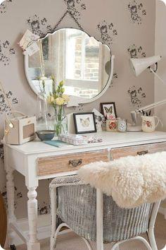 Cute dressing table!