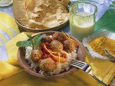 Indische Hackbällchen mit Orangen-Tomatensoße und Reis ist ein Rezept mit frischen Zutaten aus der Kategorie Lamm. Probieren Sie dieses und weitere Rezepte von EAT SMARTER!