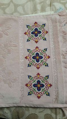 Cross Stitch Borders, Cross Stitch Flowers, Hand Embroidery Design Patterns, Palestinian Embroidery, Crochet Bedspread, Ramadan Decorations, Sewing Stitches, Stitch 2, Bargello