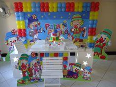 Linda decoração Patati e Patata para menino e menina de todas as idades, leve os palhaços mais queridos da meninada para encantar sua festa!  Vamos até o local do seu evento e montamos tudo com muito carinho pra você!  Solicite seu orçamento da decoração completa.
