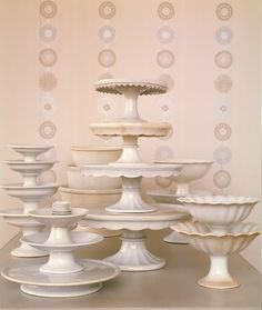 Dessert stands with a curved edge are perfect if you want to display items that may be a bit unstable (like grapes, apples, or other circula...