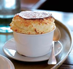 Grand Marnier Soufflé In Grand Marnier, Dessert Souffle, Macarons, Cake Light, Cake Recipes, Dessert Recipes, Souffle Recipes, Sweet Spice, Thermomix Desserts