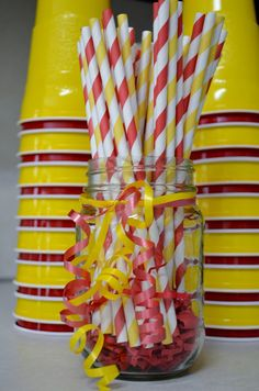 I like the alternating colors of stacked cups, and the matching paper straws