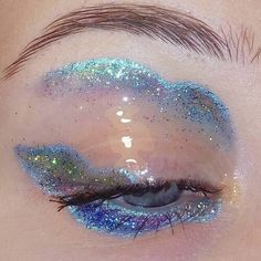 Eye makeup blue glitter make up ideas Eye Makeup Blue, Eye Makeup Glitter, Makeup Light, Cute Makeup, Gorgeous Makeup, Makeup Looks, Makeup Inspo, Makeup Art, Makeup Style